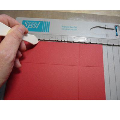 scor-pal, plier un papier pour faire une boîte scrapbooking