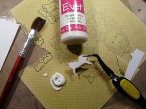 collage de pièce de papier pour colorer une étampe