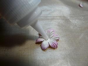 façonner ses fleurs en scrapbooking