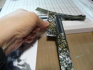 Papier métallique embossé