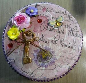 Dessus du petit pot avec fleurs Wild Orchid Craft