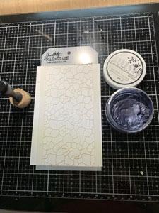 Fond avec Pixie Spray, stencil et mousse Nuvo